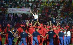 Con un acto colorido, alegre y lleno de talento deportivo, este miércoles el gobierno de Carabobo rindió honores a  Robert Serra, con la inauguración en Carabobo, de la XVI edición de los Juegos Nacionales Estudiantiles, en la que participarán más de tres mil atletas de todo el territorio nacional.