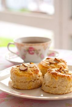Yummy Melissa's English Scones are perfect for a little tea party Recipe For English Scones, Tea Recipes, Cooking Recipes, Scone Recipes, Cupcakes, Tea Cakes, Sweet Bread, High Tea, Afternoon Tea