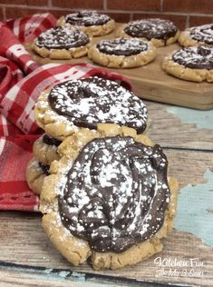 You are going to love these peanut butter muddy buddy cookies! Muddy buddies are one of my favorite treats to make and now they are in cookie form! Peanut butter, chocolate and powdered sugar make this delicious coo