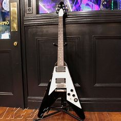 CUSTOM SHOP Kirk Hammett Flying V Aged #005