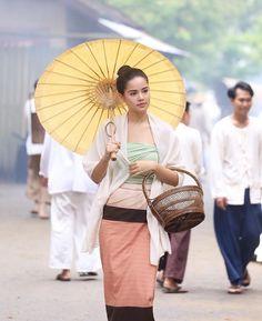 Thai Princess, Thai Traditional Dress, Ulzzang Korean Girl, Thai Dress, Thai Model, Thai Style, Photography Women, Celebrity Style, Celebs