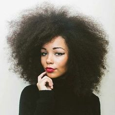 Love her hair! Sometimes I wish I had hair like this... I guess the grass is always greener.