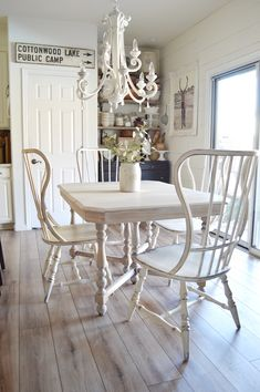 Small Dinner Table In Classic Style ★ Industrial and modern, simple and intricate farmhouse table designs to consider adding to your décor. White Farmhouse Table, Rustic Table, Farmhouse Chic, Antique Farmhouse, Farmhouse Interior, French Farmhouse, Farmhouse Ideas, Country Farmhouse, Diy Table