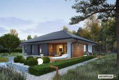 Mini 4 to tani w budowie dom, który uwodzi swoją przytulnością. Swój wyjątkowy urok projekt zawdzięcza niebanalnej elewacji, która stylowo łączy elegancką biel z modną szarością i drewnem. Prosta forma, klasyczny, czterospadowy dach, a w środku – wspaniale rozplanowane wnętrze z czytelnym...