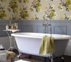 Salle De Bain Grise Et Papier Peint Fleurs Jaune. Bathroom WallpaperClawfoot  ...
