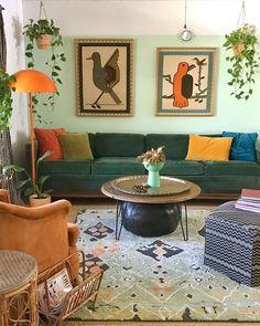 Living Room Orange, Colourful Living Room, Boho Living Room, Living Room Colors, Living Room Decor, Green Apartment, Green Home Decor, Green Sofa, Creation Deco