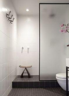 60 Luxury Small Bathroom Shower Remodel Ideas - Page 15 of 63 Bathroom Glass Wall, Small Basement Bathroom, Small Bathroom With Shower, Bathroom Design Small, Bathroom Layout, Glass Shower, Bathroom Interior, Modern Bathroom, Bathroom Ideas