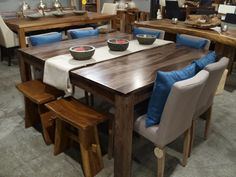 Table à diner Romy en bois de rose