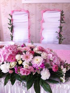 pink and white flower arrangement #centerpiece #pinkcenterpiece #pinkflowers #pinkwedding #sweetdecorations