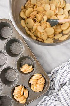 Crispy roast potatoes recipe with herb-garlic butter - YUM! Roasted Potato Recipes, Easy Potato Recipes, Herb Recipes, Cooking Recipes, Steak Recipes, Cuban Recipes, Yummy Recipes, Cooking Tips, Recipies