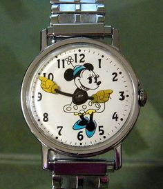 Vintage Minnie Mouse Character Watch, Manual Wind, Walt Disney Productions. Vintage Cartoon, Vintage Toys, Children's Watches, Kid Movies, Classic Cartoons, Vintage Watches, Fingers, Clocks, Walt Disney