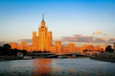 18 Best things to do for the majestic capital of Moscow - insider tips from a Russian chick! Travel Photography Places Fashion Winter Apartment Red Square Metro Architecture Food Ballet Summer City Russia Bucket List Cathedral Tips