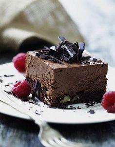 Chokolademousse med nøddebund opskrift - Hendes Verden - ALT.dk Snack Recipes, Snacks, Eat Smarter, Yummy Cakes, Cheesecake, Deserts, Food And Drink, Pudding, Sweets