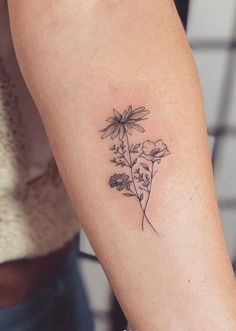 Awesome tiny tattoos ideas are offered on our internet site. Take a look and you wont be sorry you did. Tiny Tattoos For Girls, Cute Tiny Tattoos, Small Hand Tattoos, Hand Tattoos For Women, Tattoo Designs For Girls, Small Tattoo Designs, Cool Tattoos, Good First Tattoos, Tatoos