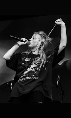 Celebs How much is Billie Eilish Worth ? Billie Eilish, Black And White Aesthetic, Linda Hallberg, My Idol, Queen, Celebs, Album, Actors, Guys