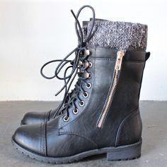 the black laced up combat sweater boots - 8 / black