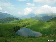 """Фотоконкурс """"Моя Россия"""" / Архыз. Озеро Любви. Водоем высоко в горах в виде сердца."""