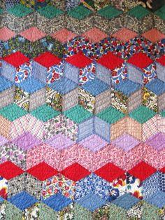 Striking TUMBLING BLOCKS Antique Vintage Quilt - Mint Condition - SPI 10-12