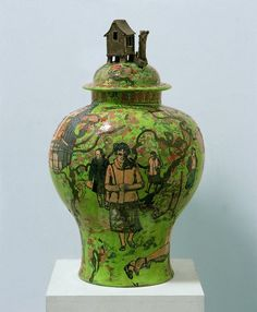 Grayson Perry creates seductively beautiful pots to convey challenging themes: at the heart of his practice is a passionate desire to comment on deep flaws within society. Grayson Perry Art, Architectural Prints, Contemporary Artists, Contemporary Ceramics, Keramik Vase, Green Vase, Ceramics Projects, China Art, Fibre