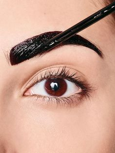 Maybelline Tutorial: The brows make-up for the Tattoo Brow Look. In this look, you put your eyebrows with semi-permanent color in scene. Henna Eyebrows, Permanent Eyebrows, Eyebrow Makeup Tips, Eyebrow Tinting, Beauty Room Salon, Beauty Studio, Maybelline Tattoo, Brow Tattoo, Kajal