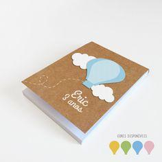Bloquinho Artesanal Balãocom texto personalizado e recortes em papeis especiais  #kraft #balão #bebe #relevo em www.lojadanuvem.com