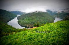 A navegación polo río facíase lenta a causa dos meandros. Rio, Spain, Water, Outdoor, Drive Way, Gripe Water, Outdoors, The Great Outdoors, Aqua