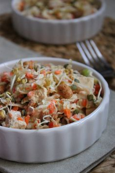Aujourd'hui je vous propose une salade croquante qui devrait vous étonner ;) Les différentes textures et saveurs se marient très bien ensemble, à tester chez vous si vous êtes à la recherche d'une recette rapide à préparer et qui régale. C'est d'ailleurs...