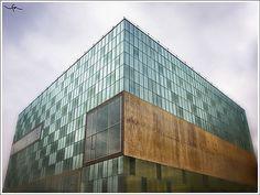Nuestro Museo en Coruña, un Prisma de Cristal repleto de tesoros tecnológicos. En el barrio de Labañou y... ¡Al lado del mar!.
