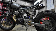 Yamaha TW 125 customized by Blitz Motorcycles: the Stealth. This customized Yamaha TW 125 was inspired by WWII aircrafts. Cafe Racers, Yamaha Tw 125, Blitz Motorcycles, Tw200, Street Scrambler, Custom Garages, Bike Photo, Street Tracker, Motorcycle Bike