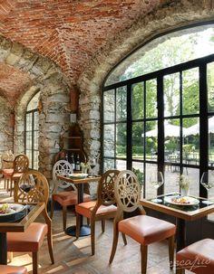 Weinbar im Schlosshotel Castello Dal Pozzo,  Oleggio Castello, Italien.