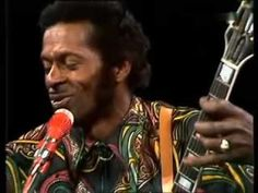 Chuck Berry - Roll over Beethoven 1972 live Im gonna write a little letter, Gonna mail it to my local dj. Its a rockin rhythm record I want my jockey to play. 70s Music, Live Music, Rock N Roll Music, Rock And Roll, Chuck Berry Songs, Rhythm And Blues, Soul Music, The Good Old Days, Music Bands