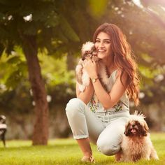 Kriti sanon with her cute dogs Bollywood Girls, Bollywood Stars, Bollywood Fashion, Beautiful Bollywood Actress, Beautiful Indian Actress, Beautiful Actresses, Teen Celebrities, Bollywood Celebrities, Celebs