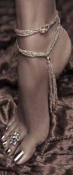 Hot feet jewelry for wedding and night occasions