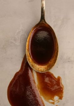 Rich and concentrated, demi-glace is well worth the time it takes to make it. Swirled into soups, stews, and sauces, it lends unbeatably complex flavor. Demi Glaze Sauce, Red Wine Demi Glaze Recipe, Sauce Creole, Sauce Bordelaise, Sauce Recipes, Cooking Recipes, Cooking Tips, Dessert, Gastronomia