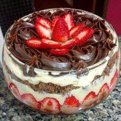 POSTRE DE FRESA  #RECETA   #INGREDIENTES   1 torta listo el sabor a su elección Crema amarillo 4 yemas 1 lata de leche condensada 1 medida de leche (lat... - César Vargas - Google+