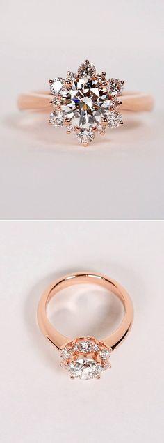 Für eine Verlobung im Winter ist dieser Ring goldrichtig: Er wurde von einer Schneeflocke inspiriert ❤️ ❄️ #verlobung #engagementring #verlobungsring #rosegold #clusterengagementring