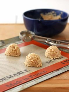 Add a little zest to your holiday cookie box with these easy chocolate dipped lemon flavored vegan macaroons. Lemon Macaroons, Chocolate Macaroons, Chocolate Dipped, White Chocolate, Almond Recipes, Healthy Recipes, Macaroon Recipes, Lemon Coconut, Coconut Cookies