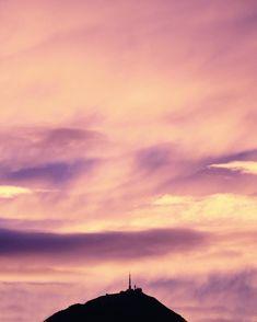 """713 mentions J'aime, 65 commentaires - Camille Talks ⚓️🎈 (@camilletalks) sur Instagram: """"Fire 🔥 J'ai couru dans la côte de Ballainvilliers en pyjama pour capturer ce coucher de soleil…"""""""
