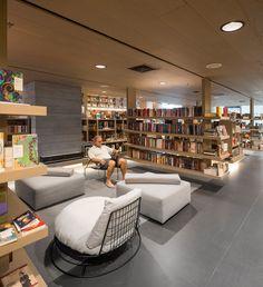 Studio Arthur Casas-Saraiva Bookstore