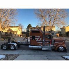 Kenworth custom with interior Semi Trucks, Big Rig Trucks, Cool Trucks, Cool Cars, Custom Big Rigs, Custom Trucks, Kenworth Trucks, Peterbilt 379, Heavy Construction Equipment