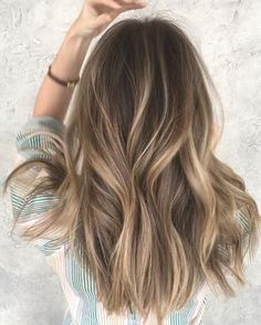 Are you going to balayage hair for the first time and know nothing about this technique? We've gathered everything you need to know about balayage, check! Balayage Hair Blonde, Brown Blonde Hair, Light Brown Hair, Brunette Hair, Bronde Balayage, Bronde Haircolor, Balyage Hair, Subtle Balayage, Black Hair
