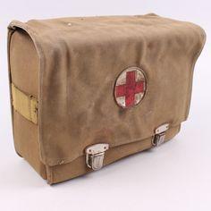 Polní lékárna se 2 kovovými sponami Messenger Bag, Satchel, Bags, Fashion, Handbags, Moda, Fashion Styles, Fashion Illustrations, Crossbody Bag