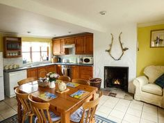 The light and airy kitchen at Kingsley Cottage, Hickling, Norfolk Broads Dog Friendly Accommodation, Norfolk Broads, Dog Friends, Cottage, Kitchen, Furniture, Home Decor, Cooking, Decoration Home
