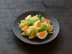 春キャベツとゆで卵の和風サラダ  https://recipe.yamasa.com/recipes/1673