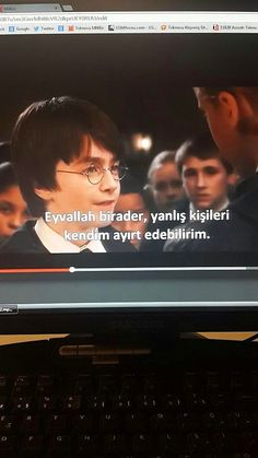 Çevirmenlerin Kafasına Göre At Koşturduğu 22 Komik Altyazı Çevirisi - Onedio.com Funny Subtitles, Karma, Ridiculous Pictures, Comedy Pictures, Joker Pics, Harry Potter Cast, Funny Ads, Fake Photo, Mood Pics