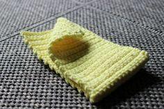 Kiinteillä silmukoilla kännykkäpussi Easy Crochet, Handicraft, Knitted Hats, Diy And Crafts, Textiles, Blanket, Knitting, Sewing, Illustration
