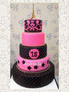 Bolo preto e Pink. Paris Birthday Cakes, Paris Themed Cakes, Paris Birthday Parties, Birthday Cake Girls, Teenage Girl Cake, 13th Birthday Party Ideas For Teens, Bolo Paris, Paris Sweet 16, Eiffel Tower Cake