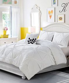 This sophisticated set brings a sense of fabulous fashion to bedroom décor. With a supersoft construction and trendy hue, it offers a perfectly cozy way to enhance any bed.