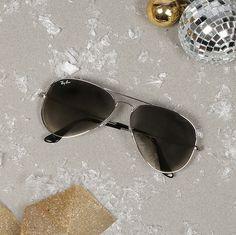 Ray-Ban Aviator RB3025 http://www.glasses.com/sunglasses/Ray-Ban-Aviator-RB3025/Black+%7C+Grey+Polarized+%7C+Large+/+Green+Polarized