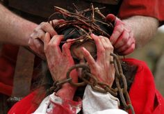 In the Czech city of Ceska Lipa, the Passion of Christ was re-enacted on April Jesus is made to wear a crown of thorns. Jesus Crucifixion Pictures, Pictures Of Jesus Christ, Passion Of Christ Images, Christ Movie, Jesus Suffering, Jesus Crown, Jesus Sacrifice, Image Jesus, Jesus Our Savior